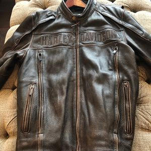 Men's Harley Davidson Leather Jacket. Size: Large